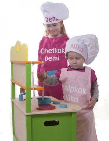 Set van kookschort en koksmuts met naam bedrukt
