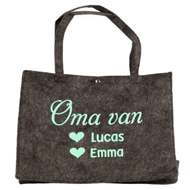 154807078e5 Vilten tas voor mama of oma bedrukt met namen