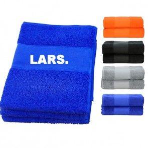 Luxe handdoek/strandlaken met naam bedrukt